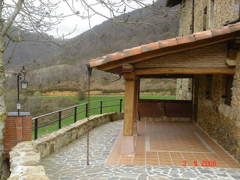 Pergolas de madera adosadas for Terrazas rusticas fotos
