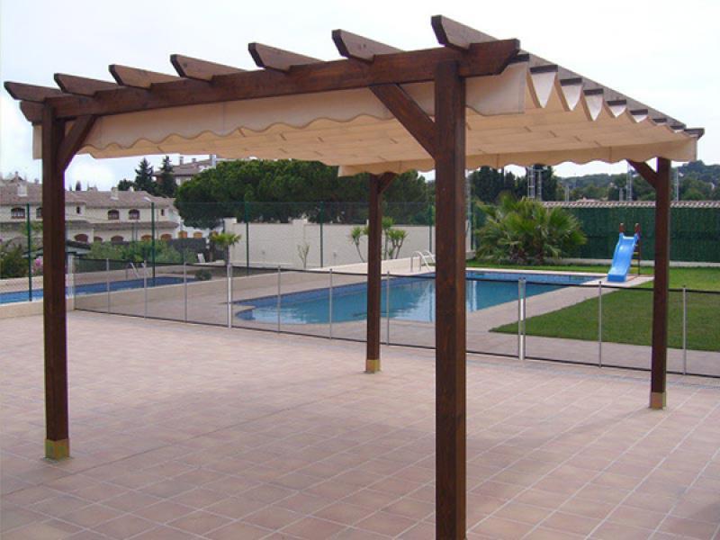 Pergolas de madera con toldo for Pergola toldo corredero